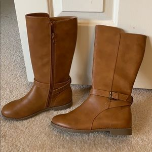 Brown kids boots Never worn -great shape size 3.